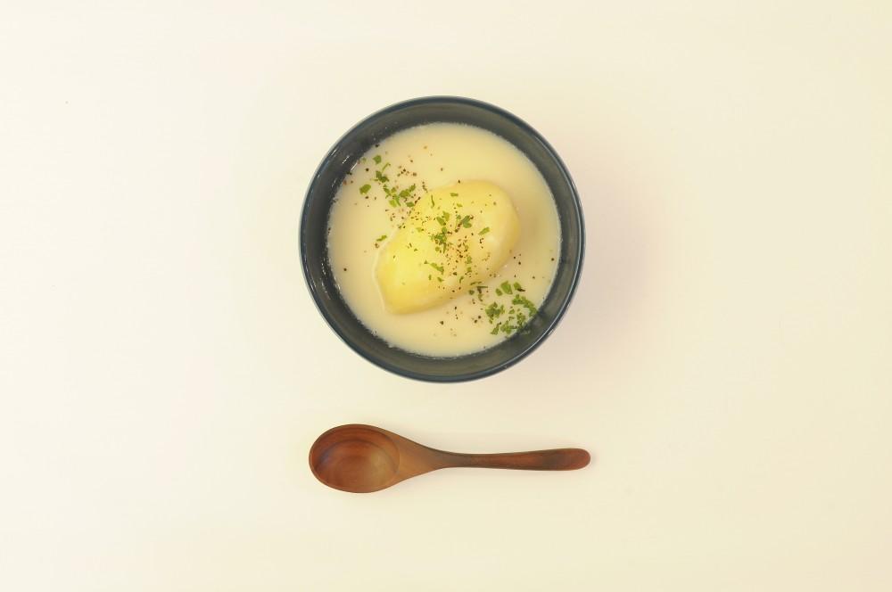 まるごとじゃが芋の豆乳クリームスープ