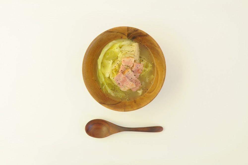 キャベツとベーコンの塩バタースープ