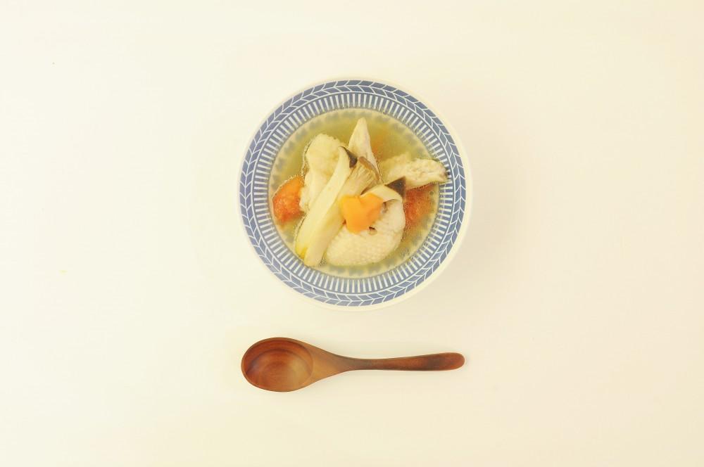 鶏手羽先とエリンギの澄みスープ