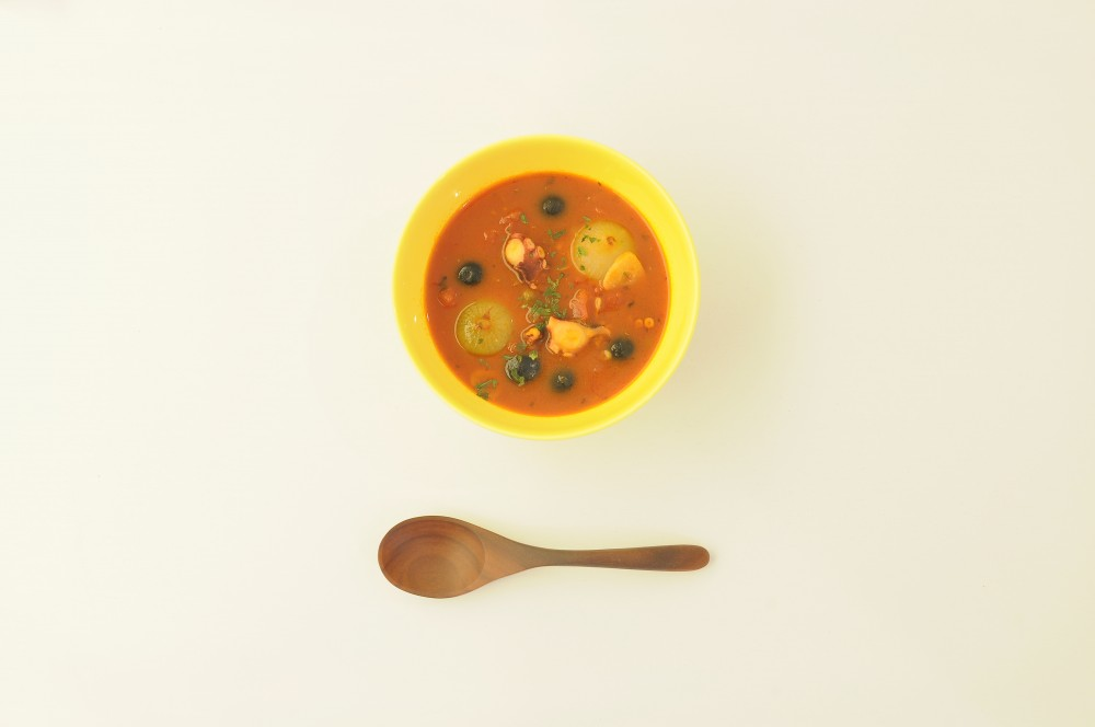 蛸と小玉ねぎのにんにくトマトスープ