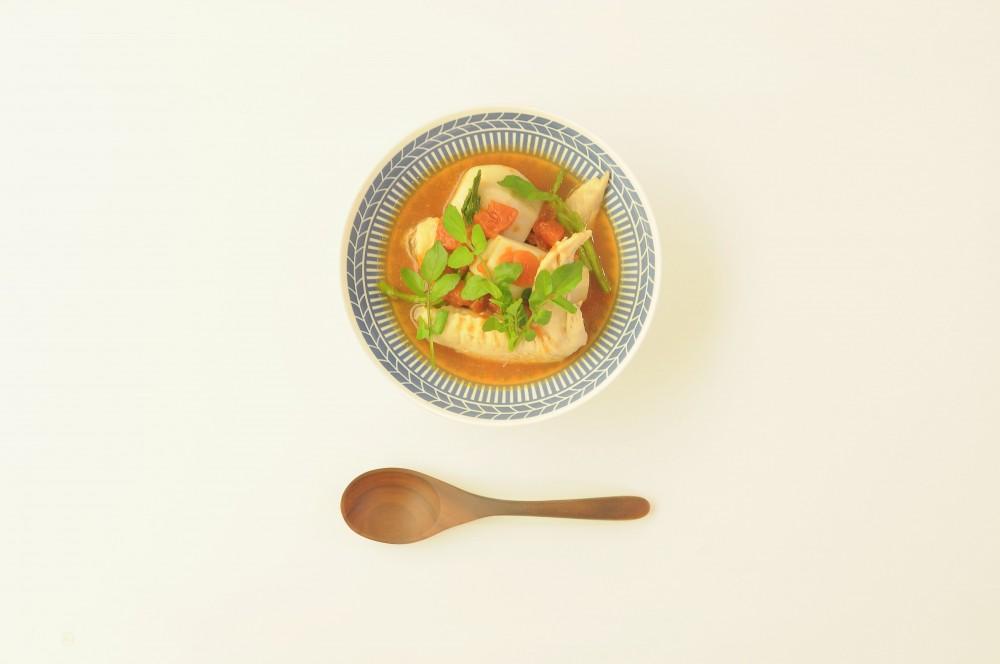 鶏手羽先と里芋、クレソンのトマトスープ