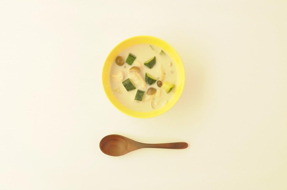 鶏胸肉とズッキーニのココナッツスープ