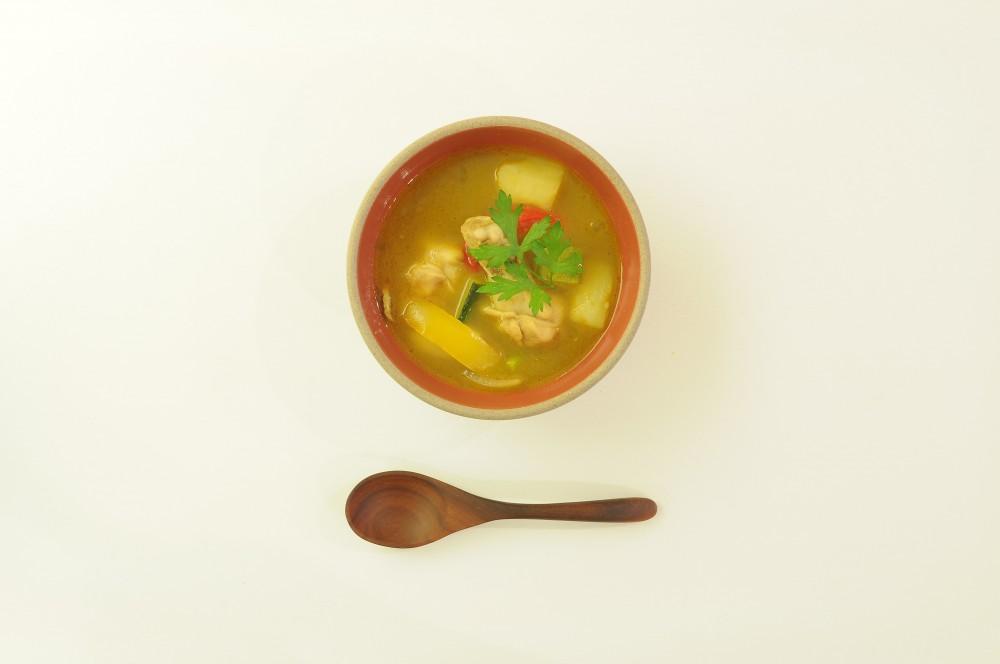 手羽元のイエローカレースープ