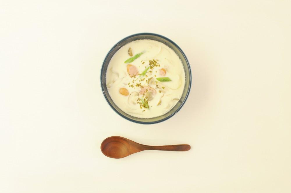 秋のきのこの白ワインクリームスープ