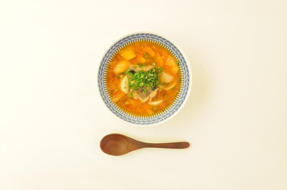 サバ缶とキムチの韓国風スープ