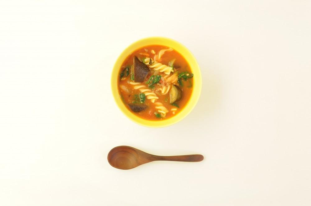 茄子とほうれん草、挽肉のトマトスープパスタ