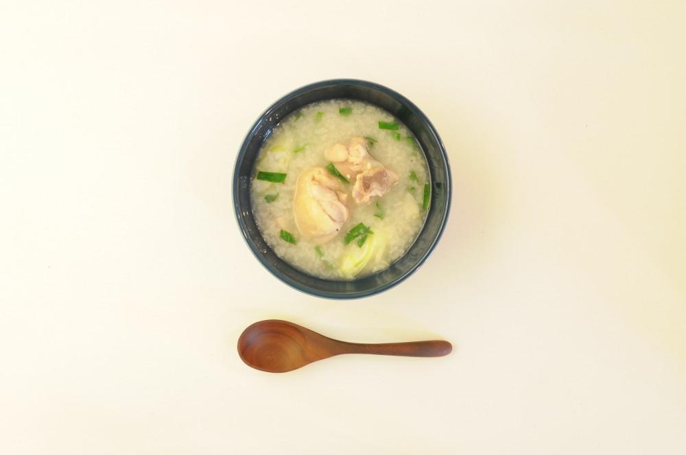骨付き鶏もも肉のサムゲタン風スープ