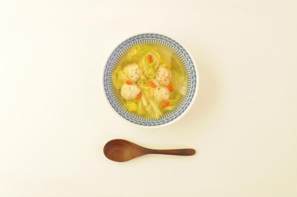 鶏団子と白菜の中華風スープ