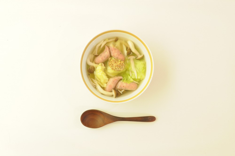 ソーセージと野菜のスープ 粒マスタード添え
