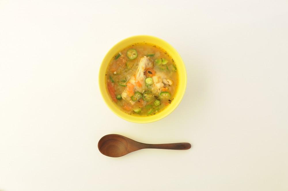鶏肉とオクラのトマトスープ