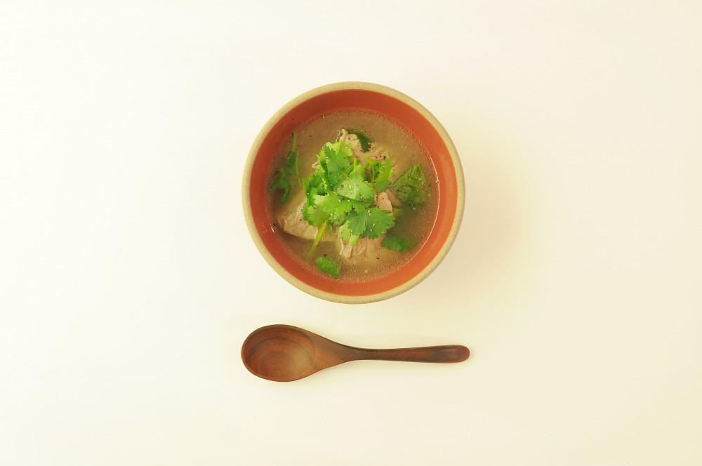 豚スペアリブとパクチーのスープ