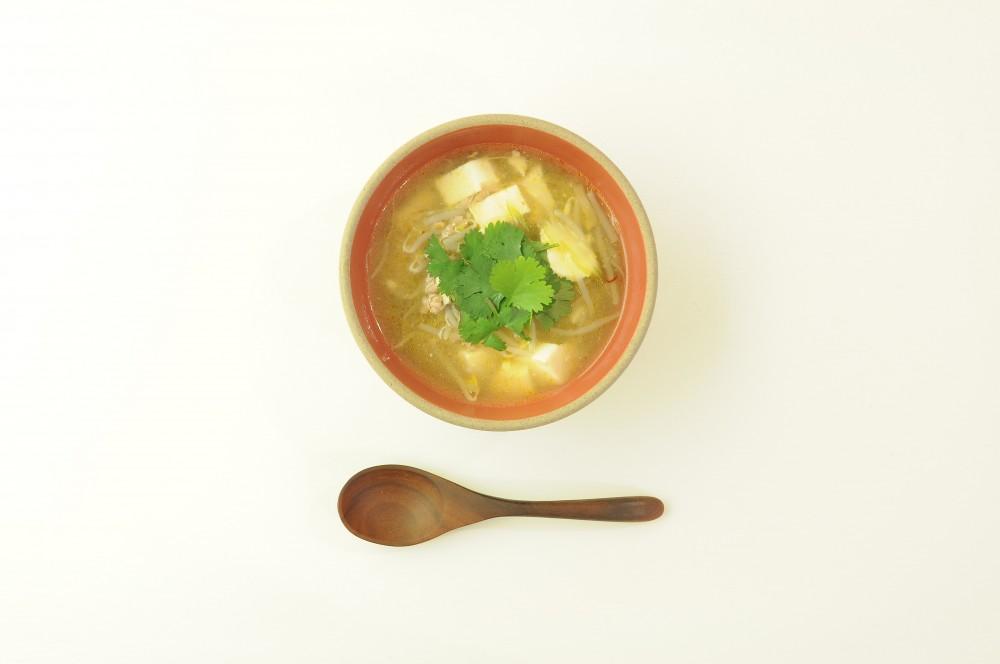 豆腐ともやしの中華風ピリ辛スープ