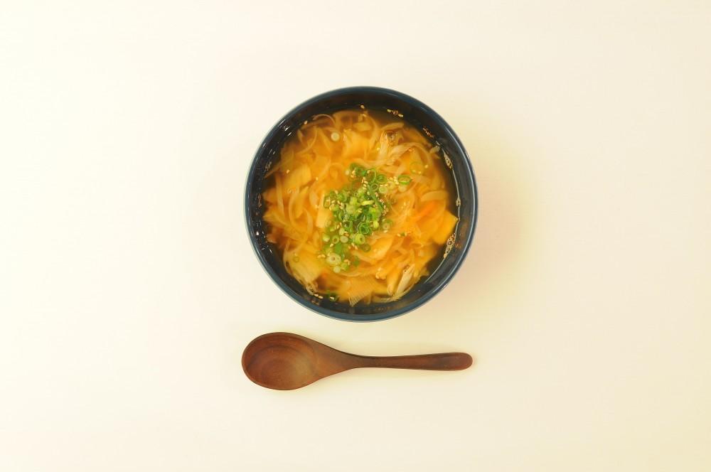 白菜キムチと葱のスープ