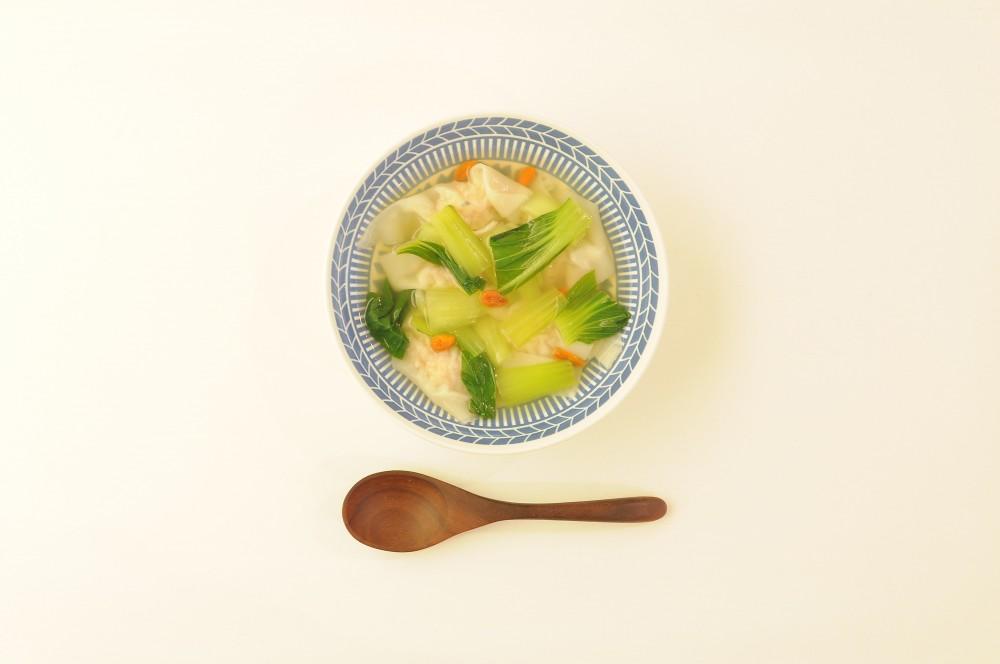 ハーブ香る海老のワンタンスープ