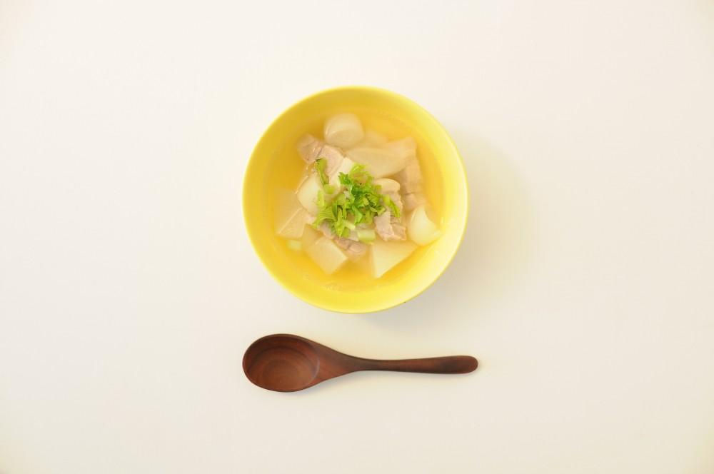 大根と豚ばら肉の塩スープ