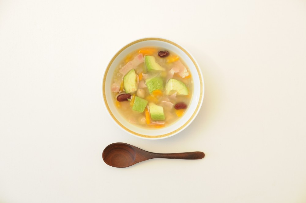 アボカドと豆のスープ