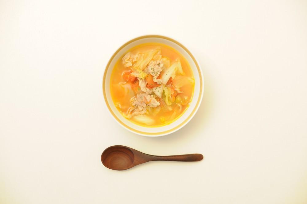キャベツと豚肉の蒸し煮スープ