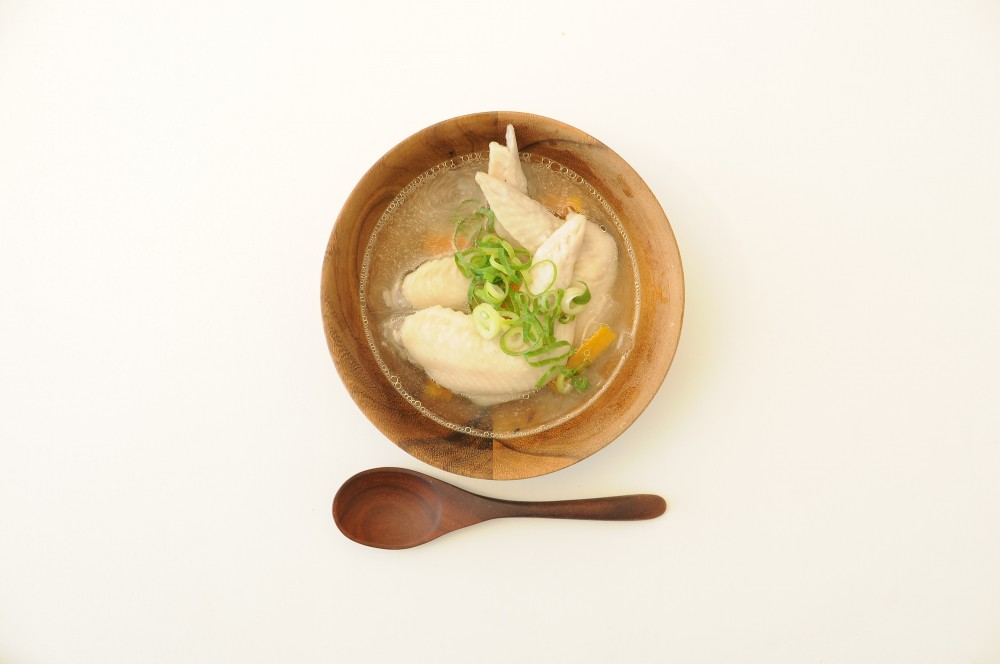 手羽先と根菜のコラーゲンスープ